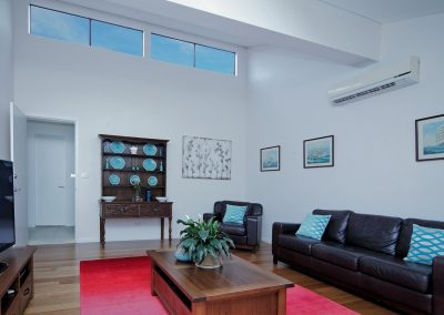 14 second lounge room (2)